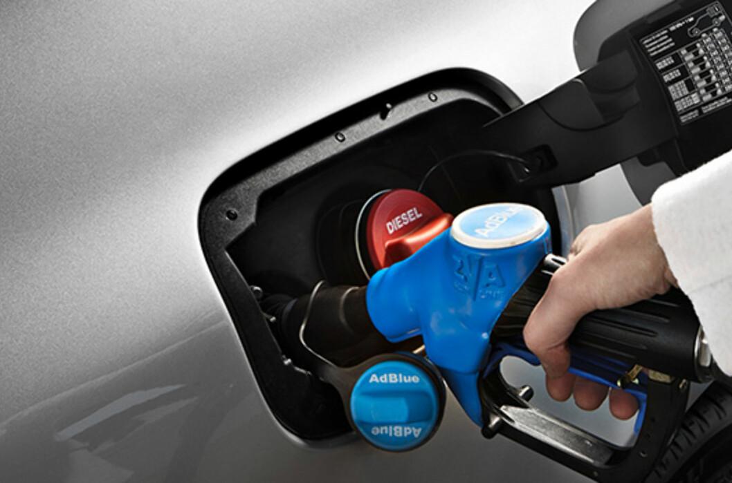<strong><b>RIKTIG:</strong></b> Pass på så du heller riktig. AdBlue skal ikke i dieseltanken.  Foto: MERCEDES-BENZ