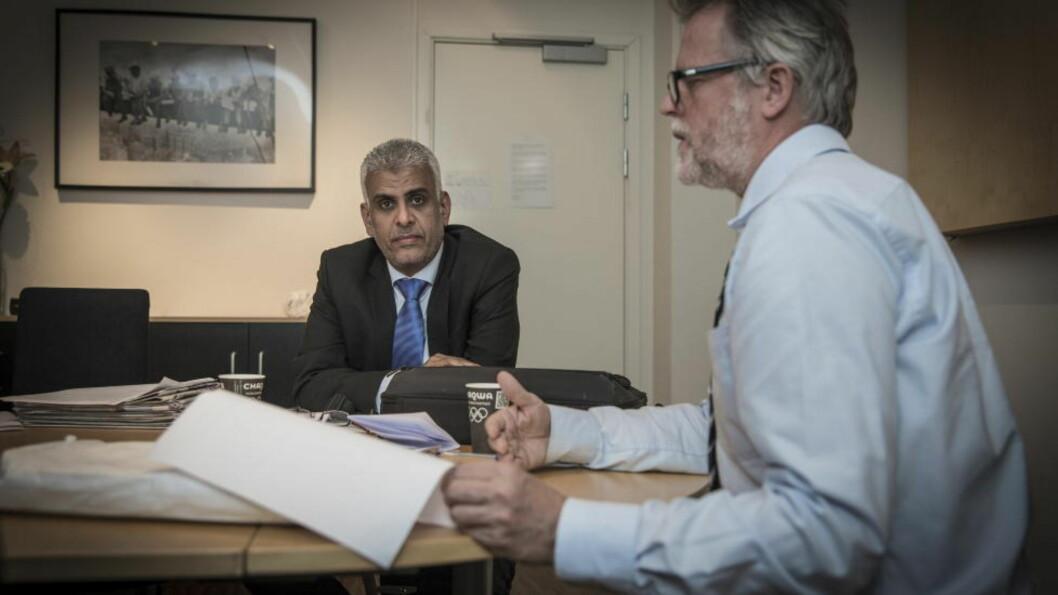 <strong>MÅ UT:</strong> UNE mener at det ikke innebærer noen risiko for Martine-hjelper Ahmed Aldiani å reise hjem til Jemen. Her med sin advokat Karstein Egeland. Foto: Lars Eivind Bones / Dagbladet