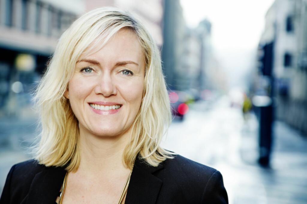 Kjerringa mot strømmen: Kommunikasjonsdirektør Ann Kathrin Årøen i Trygg Trafikk ønsker ikke store reklameskjermer i bilene.   Foto: Trygg Trafikk