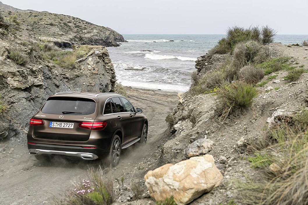 <strong><b>KJENTE LINJER:</strong></b> Du kjenner igjen en Mercedes-Benz når du ser den. GLC har alle de kjente trekkene fra sine slektninger. Foto: DAIMLER