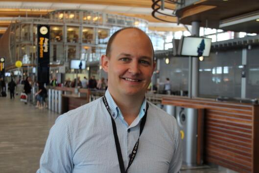 <strong><b>PASS PÅ TINGENE DINE:</strong></b> Medieansvarlig Joachim Westher Andersen ved Oslo Lufthavn oppfordrer reisende til å alltid ha et øye på bagasjen sin.  Foto: KRISTIN SØRDAL