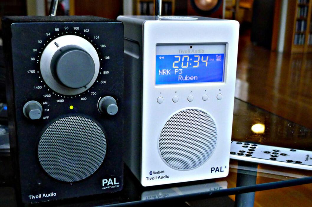 <strong><B>HELT SLUTT:</strong></B> Tivoli-radioen til venstre kan ikke lenger brukes i Norge om to år. Men den vil fortsatt virke i resten av verden. Foto: TORE NESET