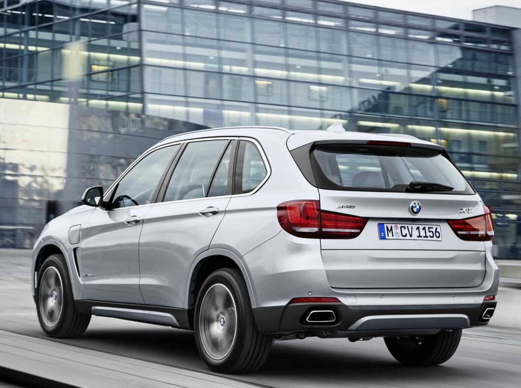 <strong><b>BMW X5 eDrive:</strong></b> I løpet av høstem kommer X5 med batteri og ladekabel.  Foto: BMW