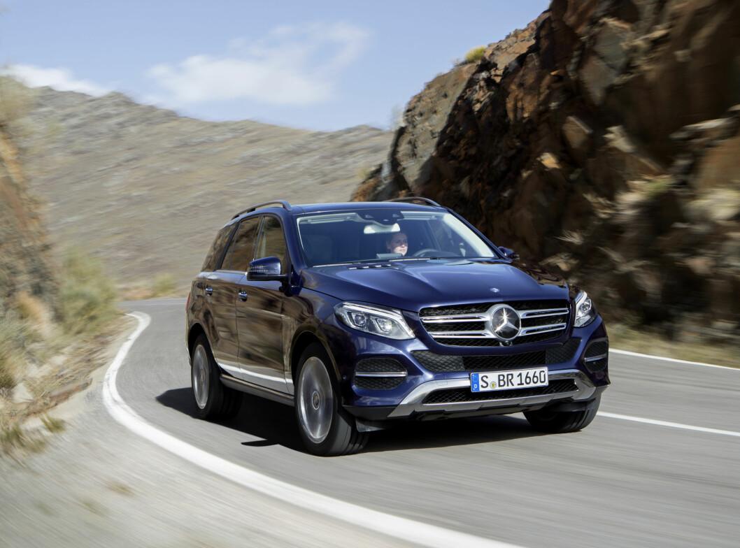 <strong><b>Mercedes-Benz GLE 500 e:</strong></b> Blant nyhetene er den ladbare hybriden GLE 500 e. Den kombinerer 333 hestekrefter fra en direkteinnsprøytet V6 3.0 bensinmotor, med en elektrisk motor på 116 hester. Den drar selvfølgelig på alle fire via et tradisjonelt drivverk. Total system-effekt når 442 og 650 Newtonmeter. Rekkevidden på bare strøm oppgis å være 30 kilometer.  Foto: DAIMLER