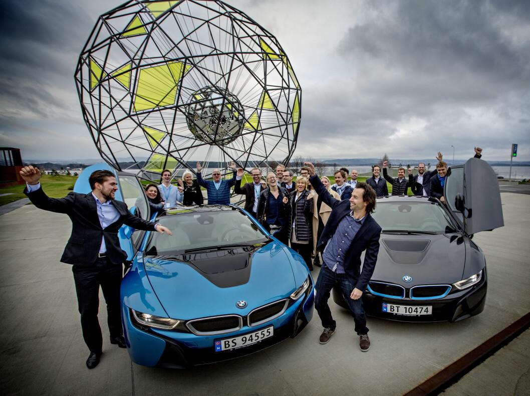 <strong><b>BMW i8:</strong></b> Midtmotorbilen har en 1,5 liters tresylindret motor bak passasjersetet som yter hele 231 hk og 320 Nm. Elmotoren yter 131 hk og 250 Nm. Til sammen gir det en effekt på 362 hk og 32 Nm. Den lover 37 km i rekkevidde på strøm og ytterligere 563 på drivstoff. Blandet forbruk oppgis til 0,21 liter på milen. Dagbladet kåret bilen til Årets Bil 2015. Foto: ANITA ARNTZEN / DAGBLADET