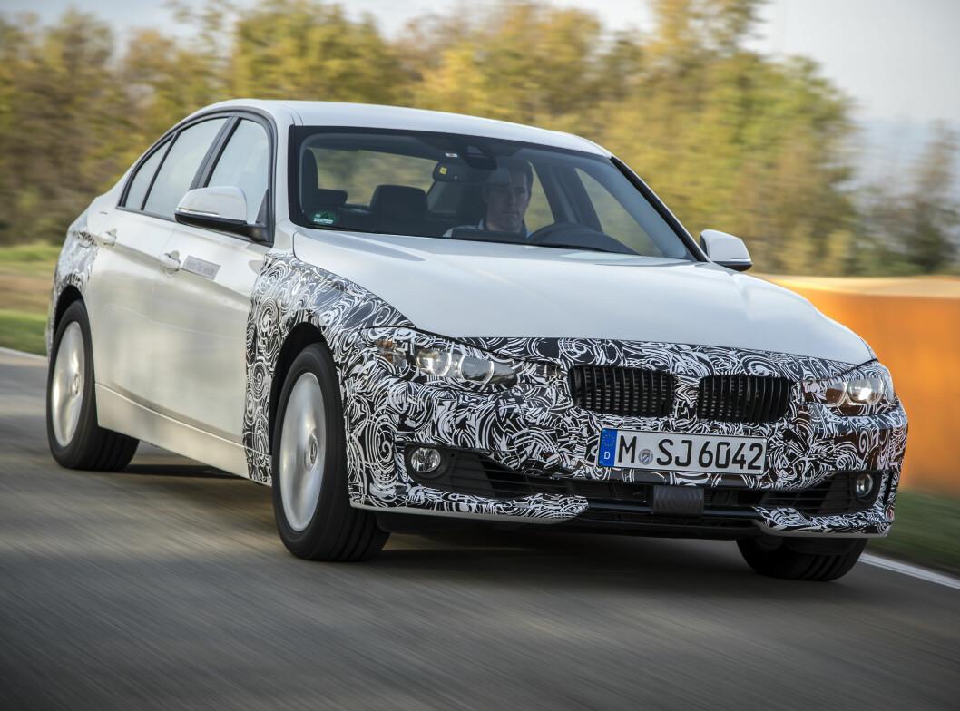 <strong><b>BMW 328e:</strong></b> 3-serien får samme motorer som X5, altså en toliter på 245 hk og 400 Nm og en 112 hesters elektrisk motor og 8-trinns girkasse som driver bakhjulene. De lover 0,21 liter pr. mil og en rekkevidde på 35 km. Foto: BMW