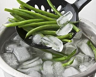 Gi aspargesbønnene et isbad