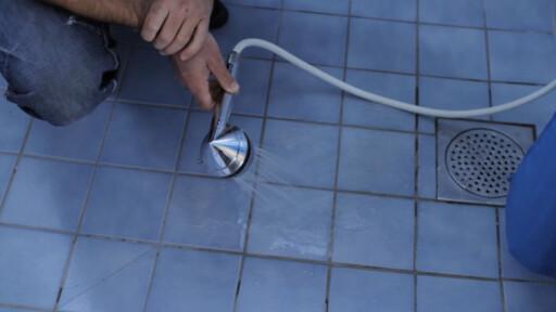 SMART: Setter du på vannet, ser du enkelt om det er fall mot sluket. Foto: NRL