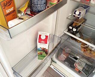 Sett melken helt inn i kjøleskapet