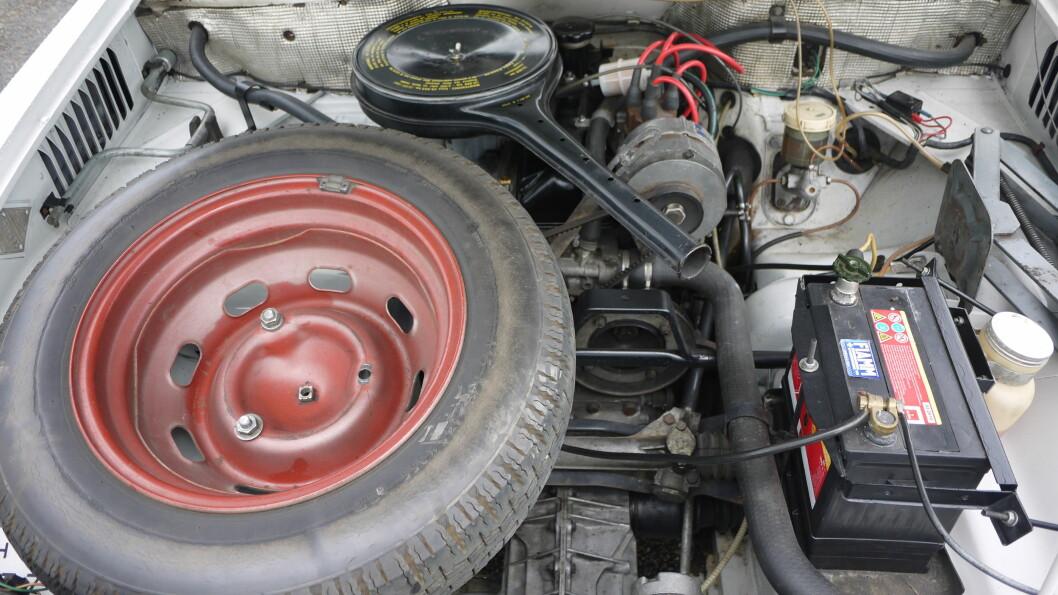 <strong><b>SPESIELL KONSTRUKSJON:</strong></b> Et åpent panser avslører at girkassen er lengst frem i bilen, og ikke motoren. Dette gjorde at rattgir ble en nødvendighet. Foto: Lord Arnstein Landsem