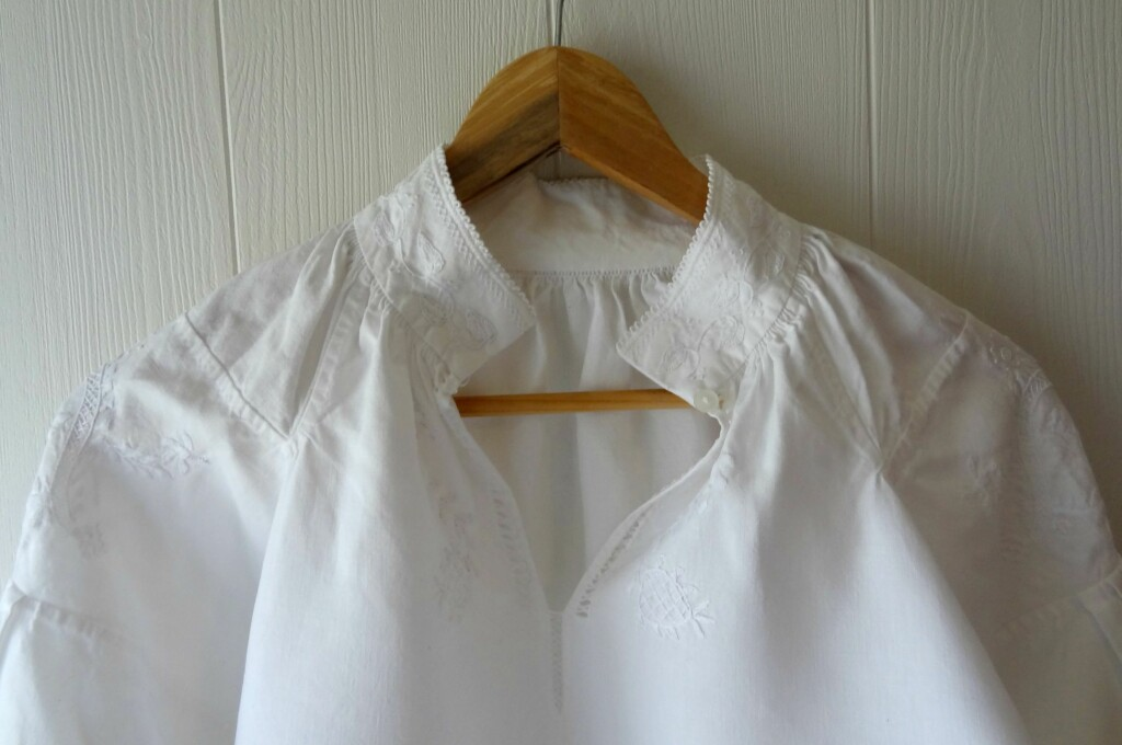 <b>HENG DEN RETT:</b> Etter vask henger du opp skjorten på en kleshenger, og strekker den i fasong mens den tørker.  Foto: MALIN GADEN