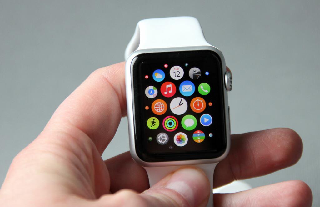 APPER: Appene på Apple Watch er plassert i et bikubemønster. Foto: PÅL JOAKIM OLSEN