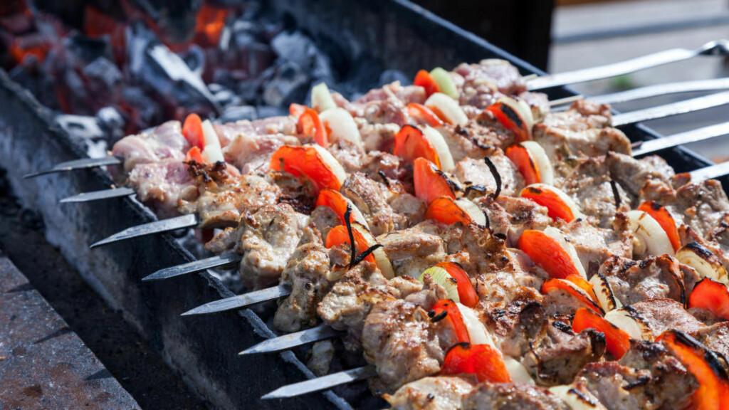 SØTLIG OG SMAKFULLT:  Hamburger, kylling, grillspyd eller større kjøttstykker på grillen? Her er vinene du bør prøve. Foto: COLOURBOX