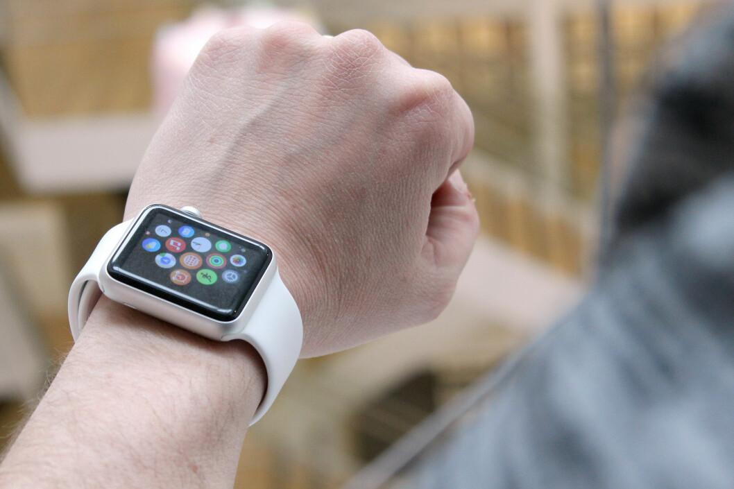 <strong><b>ETTERTRAKTA:</strong> </b>Apple Watch er ikke lansert i Norge ennå, og nordmenn betaler derfor blodpriser på Finn.no for å skaffe seg en. Foto: OLE PETTER BAUGERØD STOKKE