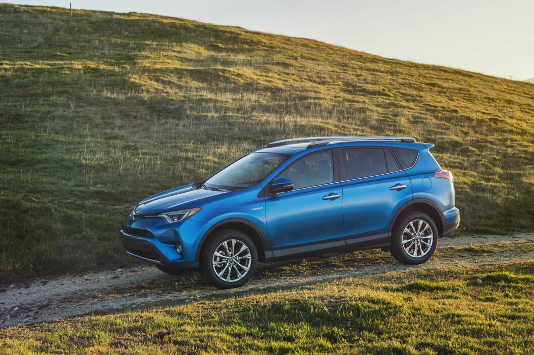<strong><b>ERSTATTEREN:</strong></b> Hybrid er løsningen også for firehjulsdrevne RAV4, ifølge Toyota.  Foto: TOYOTA