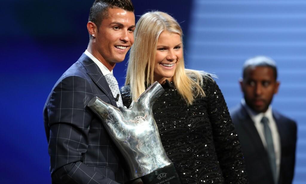 DE TO BESTE: Cristiano Ronaldo og Ada Hegerberg ble i fjor kåret til Europas beste fotballspillere. Da har den unge norske spissen nådd et nivå som fortjener ekstra oppmerksomhet både i gode og dårlige dager. FOTO: AFP/ Valery Hache.