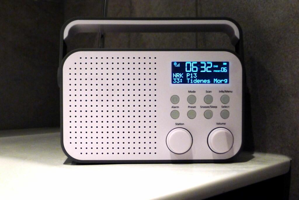 KJEKT MED HANK: Polka-radioen veier lite, og er lett å frakte rundt i huset. Foto: TORE NESET