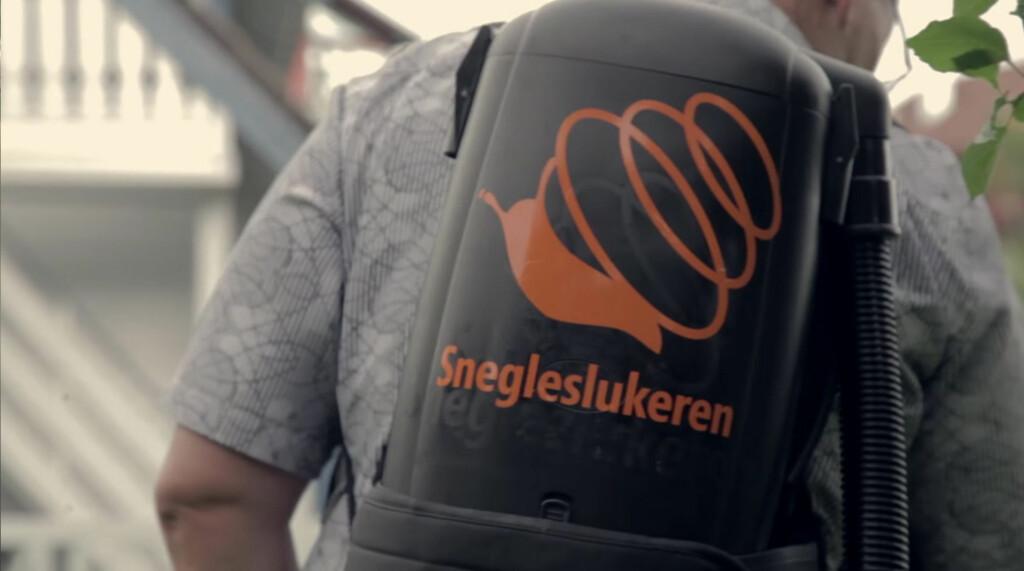 PÅ RYGGEN: Du bærer maskinen på ryggen, som en sekk. Vekten er rundt syv kilo. Foto: PRODUSENTEN