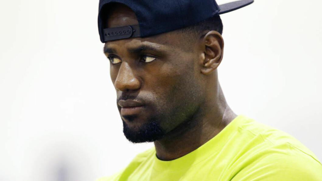 <strong>HOMECOMING:</strong> LeBron Jems kunngjorde i dag at han returnerer til gamleklubben Cleveland Cavaliers neste sesong. Foto: AP Photo/John Locher/NTB Scanpix