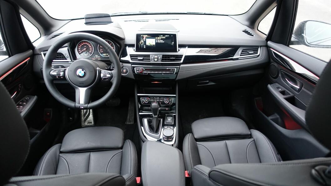 <strong><B>INNERTIER:</strong> </B>BMW byr på lekker og solid følelse. Dette står ikke tilbake for noen av storebrødrene. Foto: RUNE NESHEIM / AUTOFIL