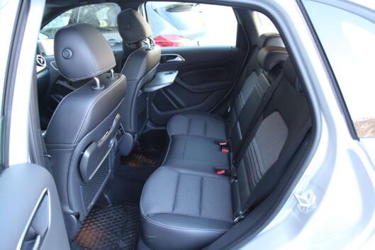 <strong><B>BARNEPLASS:</strong></B> Bakseteplassen  i B-klassen er god, men BMW kan by på skyvbare seter. Foto: RUNE NESHEIM / AUTOFIL
