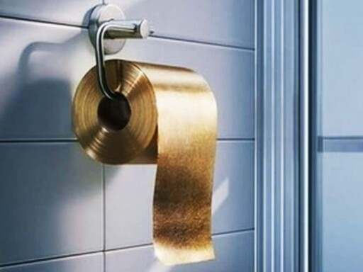 FOR EMIRATENE: Australske The Toilet Paper Man har laget en gullrull til 8 millioner kroner. Foto: THE TOILET PAPER MAN