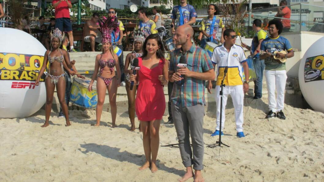 <strong>SHOW:</strong>  Da TV-selskapet ESPN skulle ha litt ekstra liv og røre i sendingene fra Copacabana, kontaktet de en sambaskole. FOTO: TORE ULRIK BRATLAND
