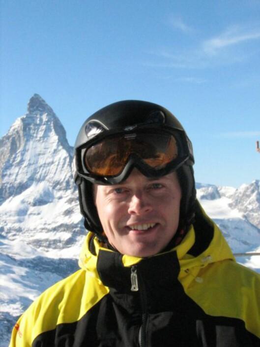 <strong><b>SPLITT SKIENE:</strong></b> Skadeleder Hans Petter Daviknes i Europeiske Reiseforsikring sier det er veldig effektivt å splitte skiene. Foto: EUROPEISKE