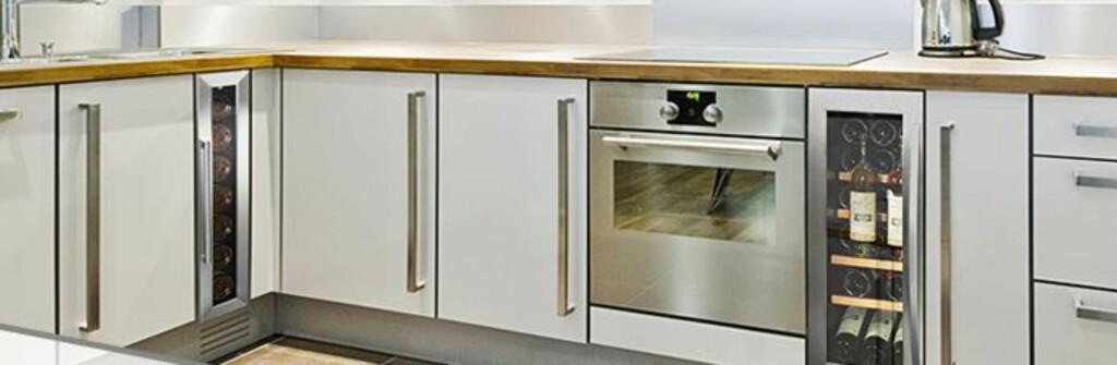 INNBYGG: Vinskap kan integreres på en elegant måte i kjøkkenet. Foto: VINLAGRINGSKOMPANIET.NO