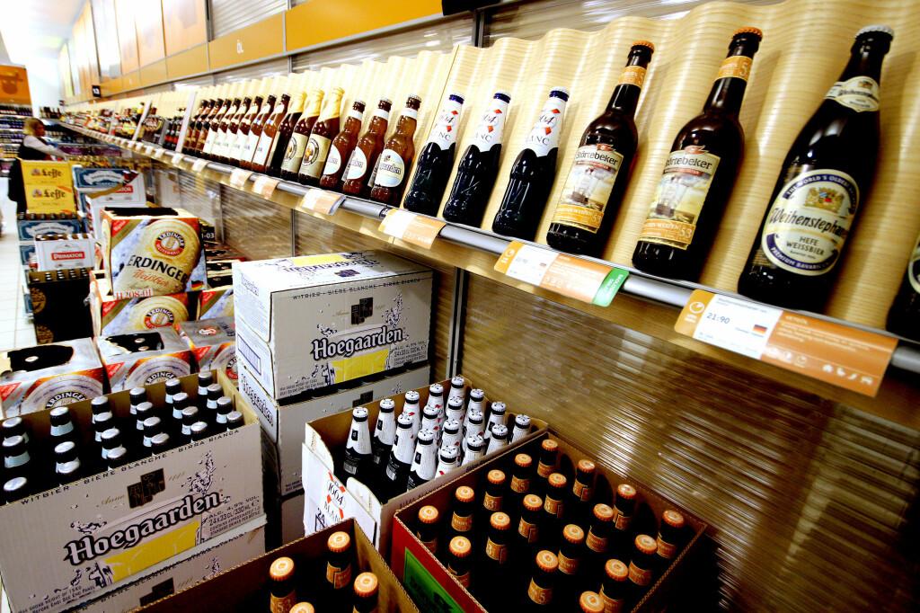 <b>20-ÅRSGRENSE: </b>Det er lett å tro at også 18- og 19-åringer kan handle denne ølen, med omlag 4,5 prosent alkohol. Men ikke i Sverige. Foto: OLE PETTER BAUGERØD STOKKE