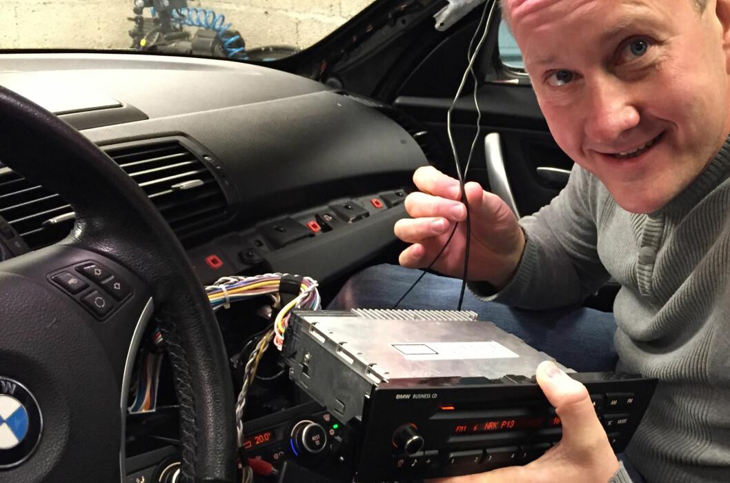 <strong><b>IKKE VANSKELIG:</strong></b> Norge er DAB-landet fremfor noe og nå begynner det å haste for etternølerne. Det er lett å få ettermontert (bildet). Men én av fem av de som ikke har DAB i bilen i dag, hører ikke på musikk eller radio i bilen uansett... Foto: XXXXX