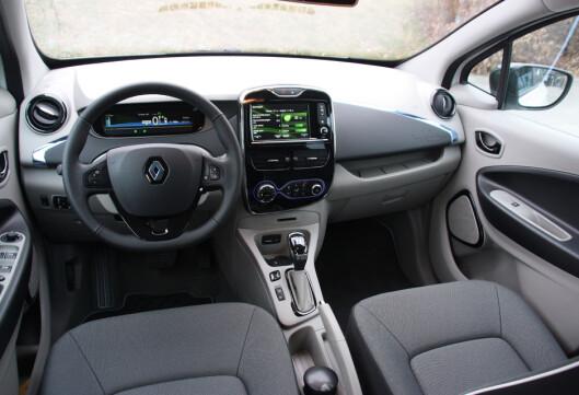 <strong><b>ENDRES IKKE:</strong></b> Interiøret i Renault Zoe forblir det samme: Enkelt, men oversiktlig. Foto: KNUT MOBERG