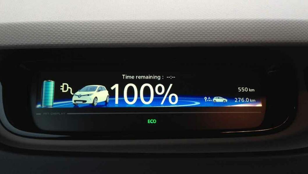 <strong><b>= 240 KM:</strong></b> Fra nå av betyr dette tallet i displayet 30 kilometer lengre rekkevidde enn før. Foto: KNUT MOBERG