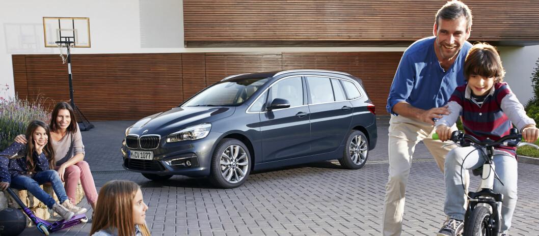 <strong><b>EKTE FAMILIEBIL:</strong></b> Den typiske BMW-kunden er i ferd med å endres kraftig. Derfor retter de seg nå mer mot disse, og slik viser de frem nykommeren. Foto: BMW