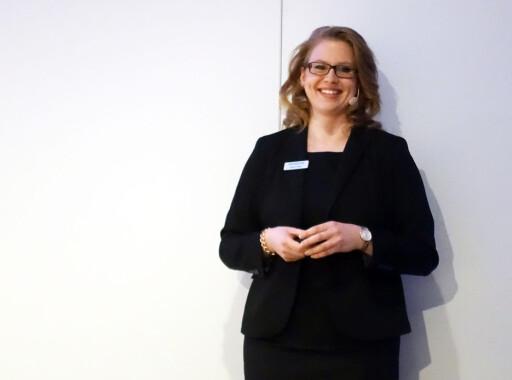 PRODUKTEKSPERTEN: Ifølge Nadine Otten i Siemens kan de putte så mange finesser som mulig inn i en komfyr, men om den ikke har et håndtak man kan henge fra seg håndkle på, er det ingen som er interessert i å kjøpe. Foto: ELISABETH DALSEG