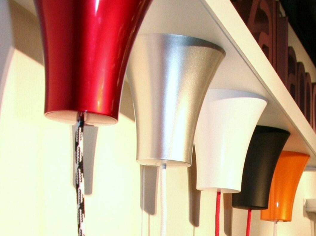 """<strong><b>TAKKOPP:</strong></b> Takkopper i mange farger. Lampetoppen <i>Dezall Lamptops</i> har også fått designprisen """"Red-dot design award"""" i 2010. Skal sitte perfekt mot taket. Koster 199 kroner hos Lysbutikken.no Foto: LYSBUTIKKEN.NO"""