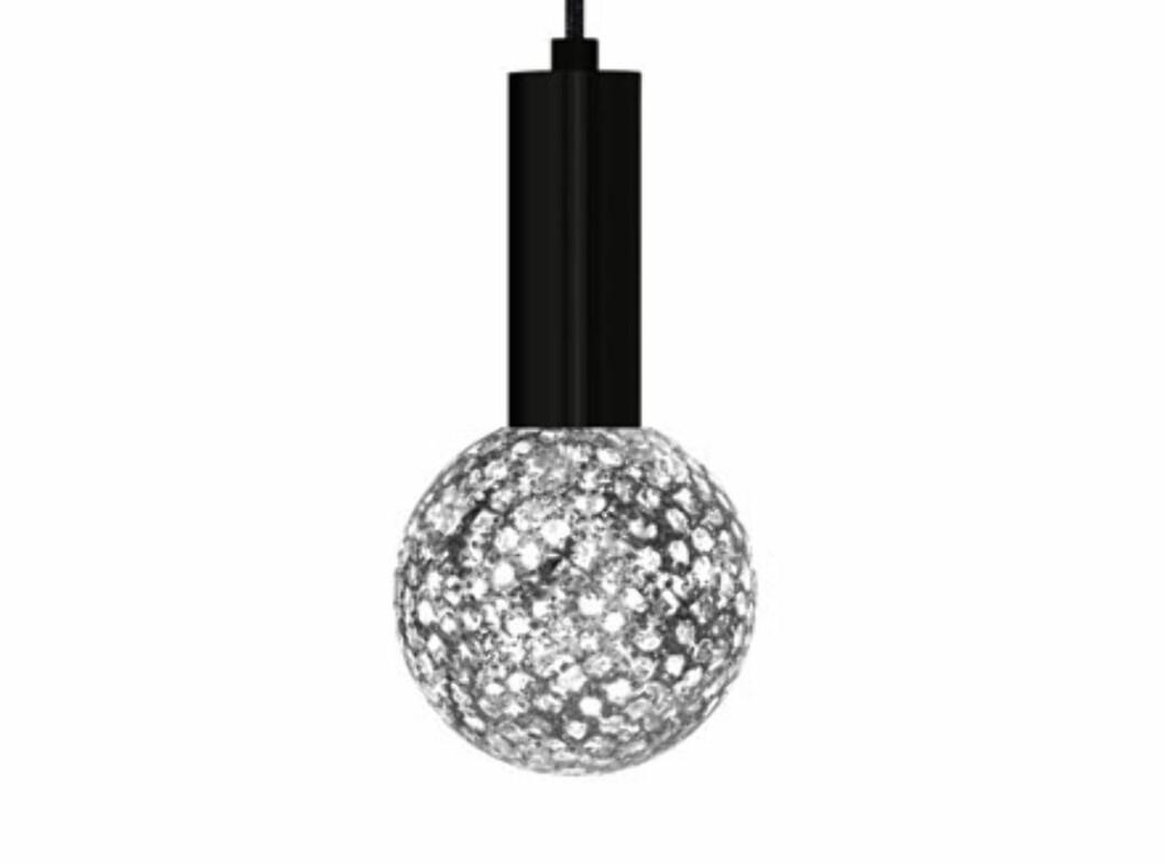<strong><b>DEKORLAMPER:</strong></b> Bohus har dekorative lyspærer/lamper med ulike mønster, fra Jalolux. De koster 119 kroner. De er 10 cm i diameter. Foto: BOHUS