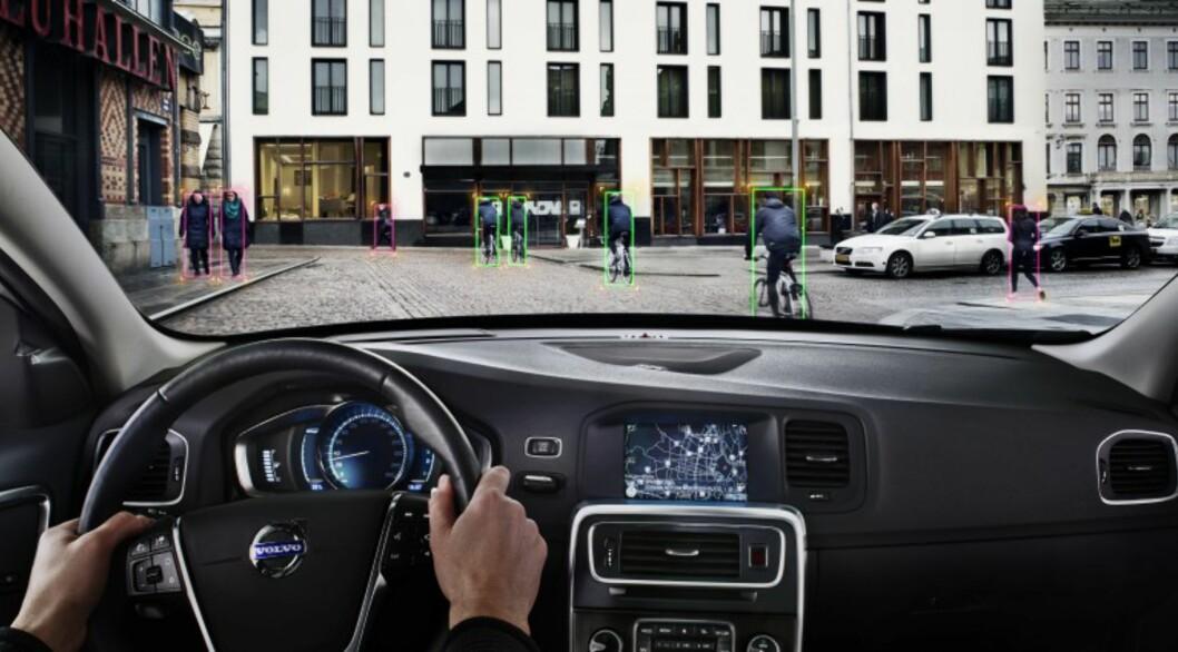 <strong><b>OPPDAGER SYKLISTER:</strong></b> Allerede i dag har Volvo et system for å hindre kollisjon med syklister - det heter Pedestrian and Cyclist Detection. Foto: VOLVO