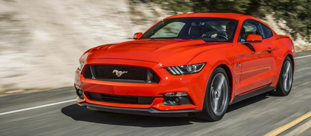 <b>STOR OG BARSK:</b> Det levnes liten tvil om hvilken bil du møter, når Ford Mustang dukker opp.  Foto: CHARLIE MAGEE