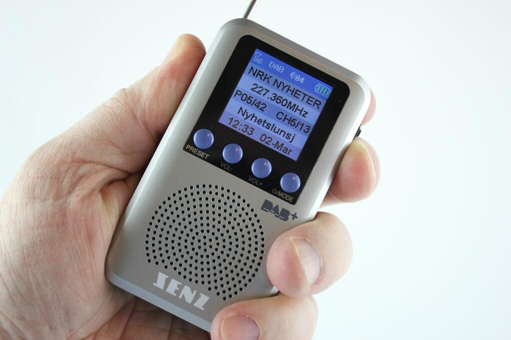 <B>HENDIG:</B> Senz-radioen er liten, tatt i betraktning at den har høyttaler. Foto: TORE NESET