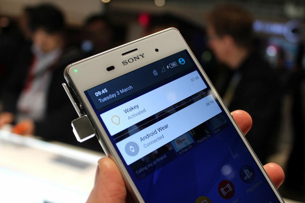 <strong><b>LOLLIPOP PÅ Z3:</strong></b> Snart får nåværende toppmodell nyeste Android-versjon også. Slik ser den nye varslingsmenyen ut. Foto: KIRSTI ØSTVANG