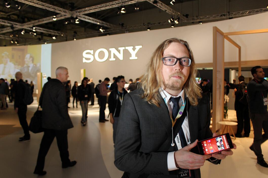 <strong><b>BEROLIGER FANSEN:</strong></b> Det kommer ny toppmodell fra Sony, lover selskapets nordiske PR-sjef, Rikard Skogberg, men når, vil han ikke si. Foto: KIRSTI ØSTVANG