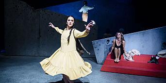image: «Songfuglen» er surrealistisk spissformulert teater med skarpe kanter