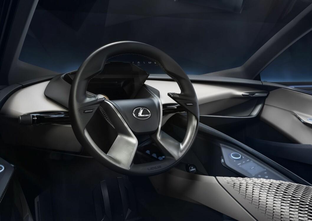 <strong><b>FREMTIDS-INTERIØR:</strong></b> Lexus LF-SA skal være resolutt fører-fokusert. Foto: LEXUS