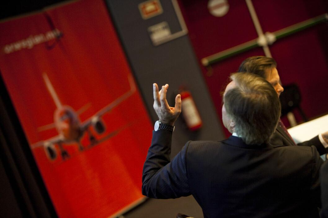 <b>KONKURSFARE?</b> Ifølge Dagbladet diskuterer moderselskapet Norwegian Air Shuttle (NAS) hvorvidt Norwegian Air Norway (NAN) skal slås konkurs. Det er NAN som flyr i Skandinavia. Her ser vi Bjørn Kjos ved en tidligere anledning. Foto: PER ERVLAND