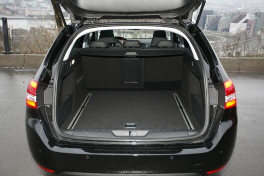 <B>STØRRE ENN STOREBROR 508: </B>Peugeot 308 SW laster eele 610 liter Foto: KNUT ARNE MARCUSSEN