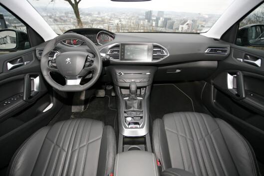 <strong><B>MINIMALISTISK:</strong> </B>På interiørfronten ser Peugeot 308 mest påkostet ut.  Foto: KNUT ARNE MARCUSSEN