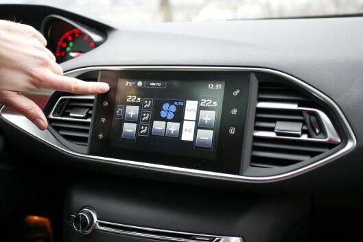 <strong><B>LITT TUNGVINT:</strong></B> Touchskjermen styrer det meste - inkludert justering av temperatur. Foto: KNUT ARNE MARCUSSEN