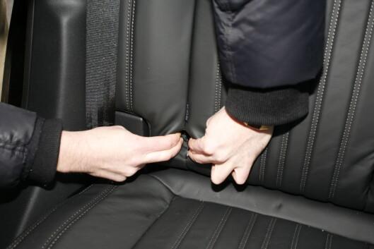 <strong><B>TRANGT:</strong> </B>I baksetet på Peugeoten er det håpløs plassering av ISOFIX-festene.  Foto: KNUT ARNE MARCUSSEN