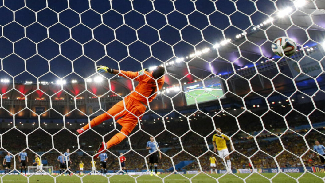 <strong>VINNEREN:</strong> Det var i åttedelsfinalen mot Uruguay den colombianske spilleren mottok ballen, dempet den på brystet og klinket ballen på volley inn i nettmaskene bak målvakt Fernando Muslera fra 18 meter. Foto: AP Photo / Natacha Pisarenko / NTB Scanpix
